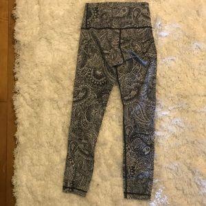 "lululemon athletica Pants - Lululemon cropped leggings. 21"" inseam."